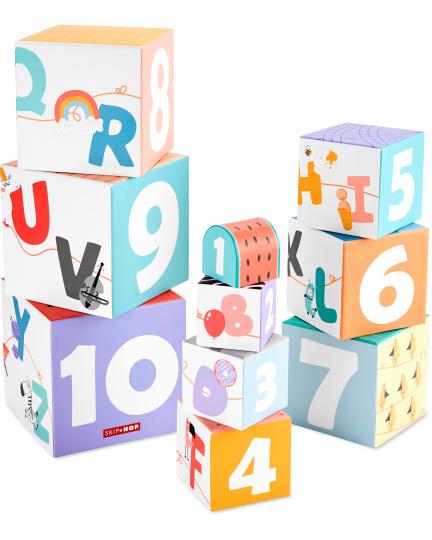 קוביות נערמות מספרים ואותיות